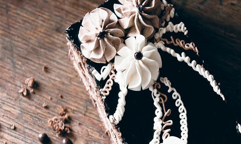 Cvet od crne i bele čokolade