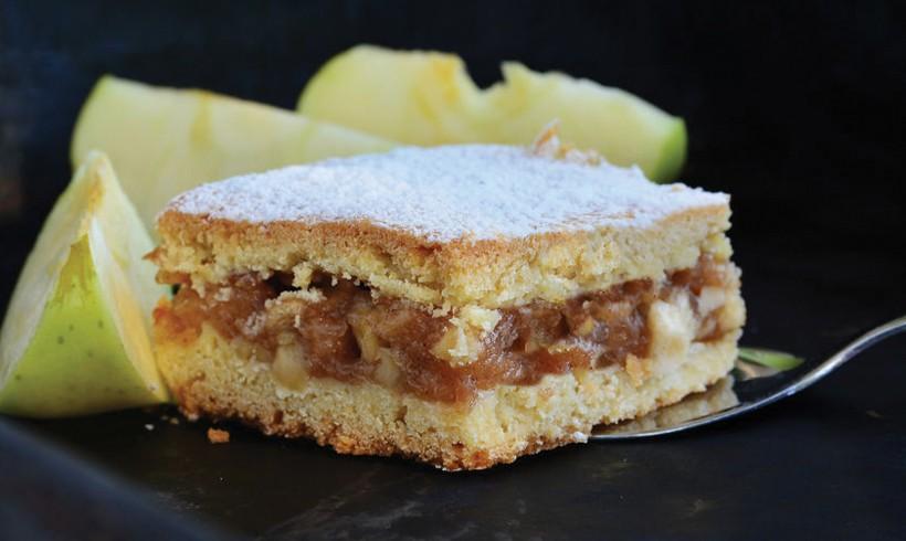 Beli kolač sa jabukama i cimetom by Poslastičar