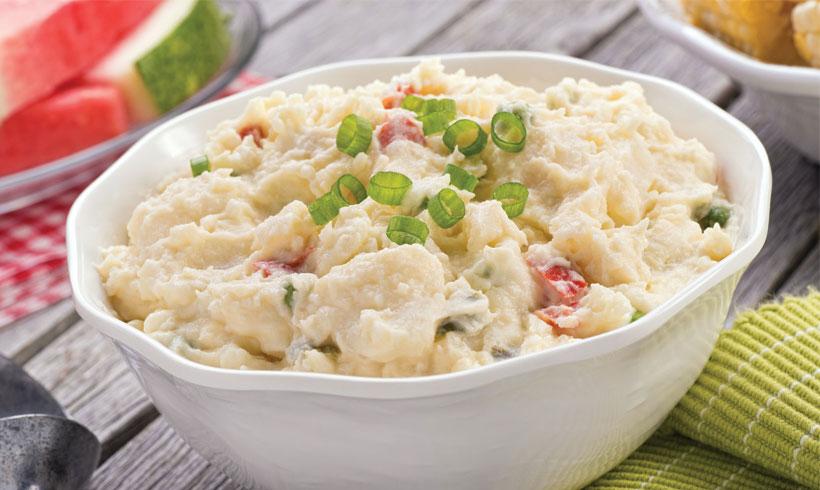 Krompir salata sa mladim lukom, paprikom i majonezom