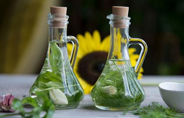Aromatična ulja u flašici pustiti da odstoje