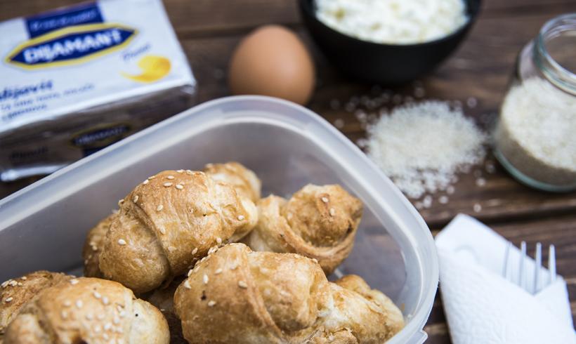 Dijavit, brašno, jaja i gotove kiflice, spremne za školu