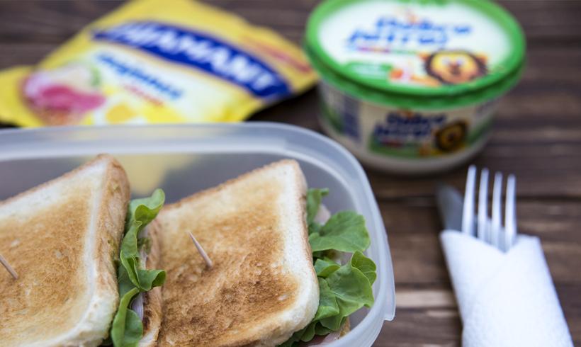 Dva sendviča, majonez i junior margarinn Dobro Jutro