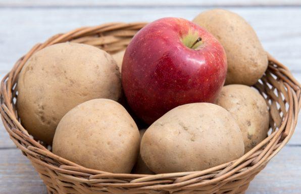 Jabuka u korpi sa krompirom
