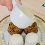 Tradicionalni božićni kolač sa sosom od konjaka by Poslastičar