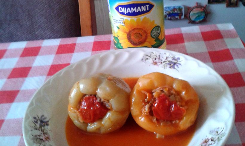 Paprika punjena plavim paradajzom